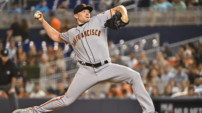 MIAMI, FL - MAY 29: Mark Melancon #41 of the San Francisco Giants throws a pitch in the seventh inning against the Miami Marlins at Marlins Park on May 29, 2019 in Miami, Florida. (Photo by Mark Brown/Getty Images)