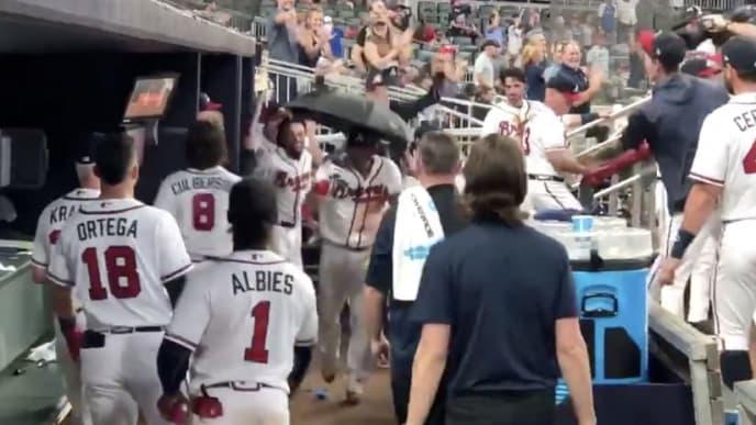 finest selection 3d13a 15950 VIDEO: Braves Debut New Umbrella Celebration After 'Bringer ...