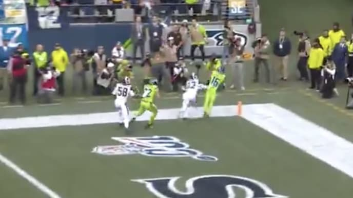 Video Tyler Lockett Makes Incredible Td Catch On Running