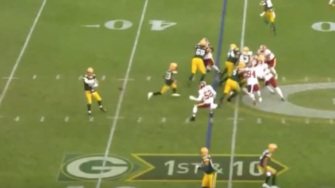 FOX praises Aaron Rodgers for routine screen pass