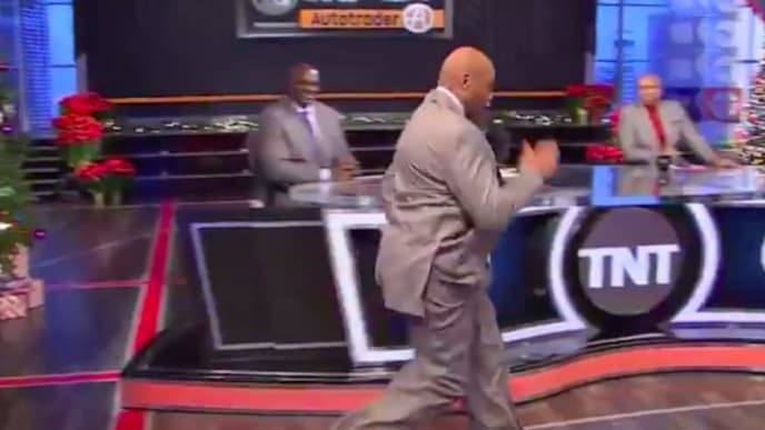 """Charles Barkley showed Zion Williamson how to properly walk and run on TNT's """"Inside the NBA."""""""