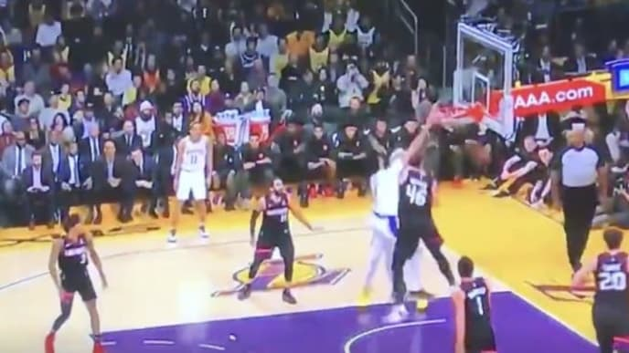 Video Lakers Anthony Davis Puts Aron Baynes On A Poster