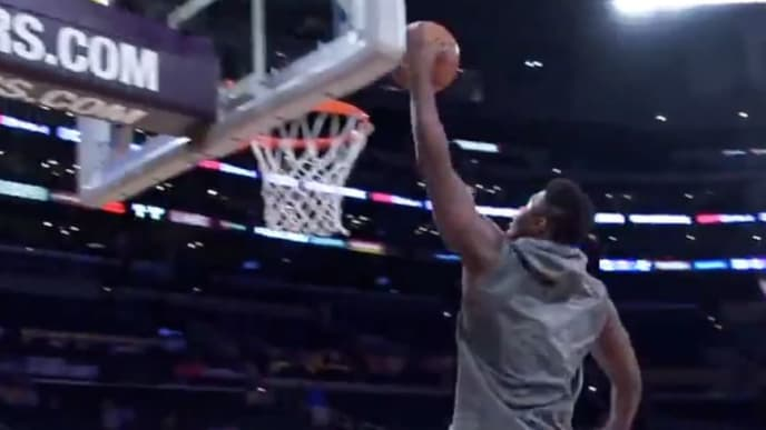 Zion Williamson dunking before the New Orleans Pelicans game against the Los Angeles Lakers
