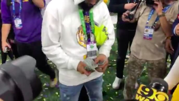 Odell Beckham Jr. spreads a stack of cash before handing some to LSU junior Justin Jefferson