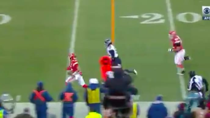 Patrick Mahomes puts defenders on skates on rushing touchdown that gave Chiefs lead over Titans.
