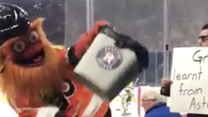 Philadelphia Flyers mascot Gritty trolled the Houston Astros