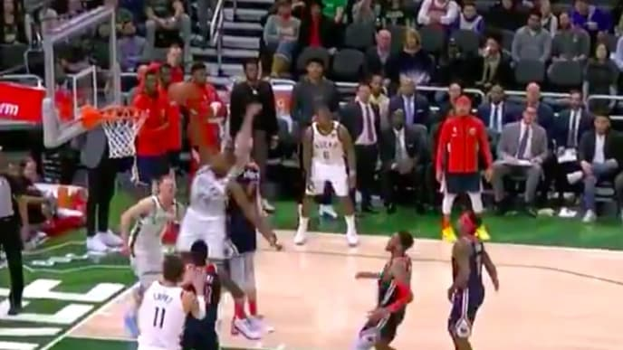 Khris Middleton reaches 50 points against the Wizards with monster dunk.