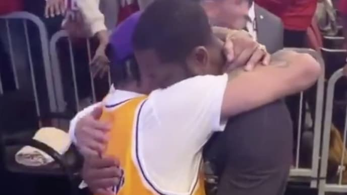 Allen Iverson and Dwyane Wade hugging it out