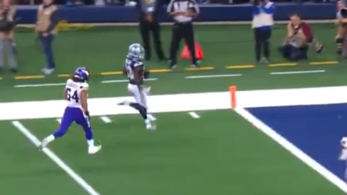 Michael Gallup's touchdown cuts Cowboys deficit to 14-7 against the Vikings on Sunday.