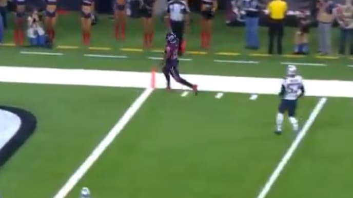 Duke Johnson's touchdown gives Texans a 7-3 first quarter lead against the Patriots on Sunday.
