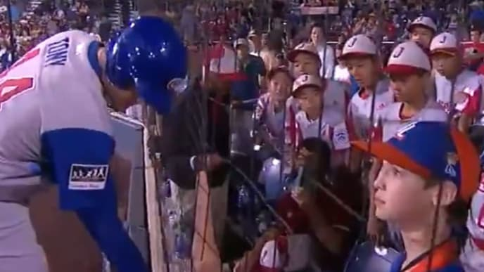 Anthony Rizzo gifts his home run ball to the shortstop on Team Japan.