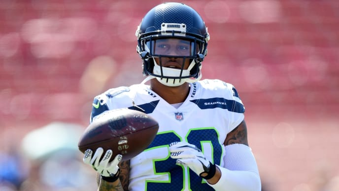 LOS ANGELES, CA - OCTOBER 08:  Chris Carson #32 of the Seattle Seahawks warms up before the game against the Los Angeles Rams at Los Angeles Memorial Coliseum on October 8, 2017 in Los Angeles, California.  (Photo by Harry How/Getty Images)