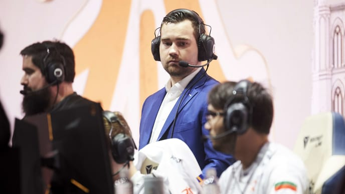 "MADRID, SPAIN - OCTOBER 26: Fnatic Coach Joey ""YoungBuck"" Steltenpool before Quarter Finals World Championship match between Fnatic and FunPlus Phoenix on October 26, 2019 in Madrid, Spain. (Photo by Borja B. Hojas/Getty Images)"