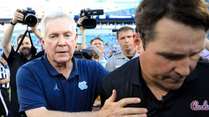 CHARLOTTE, NORTH CAROLINA - AUGUST 31: (L-R) Head coach Mack Brown of the North Carolina Tar Heels talks to head coach Will Muschamp of the South Carolina Gamecocks after defeating them 24-20 in the Belk College Kickoff game at Bank of America Stadium on August 31, 2019 in Charlotte, North Carolina. (Photo by Streeter Lecka/Getty Images)