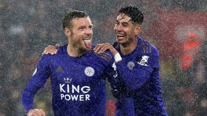 SOUTHAMPTON, ENGLAND - OCTOBER 25:  Jamie Vardy of Leicester City celebrates after scoring his team's fifth goal with Ayoze Perez of Leicester City  during the Premier League match between Southampton FC and Leicester City at St Mary's Stadium on October 25, 2019 in Southampton, United Kingdom. (Photo by Naomi Baker/Getty Images)