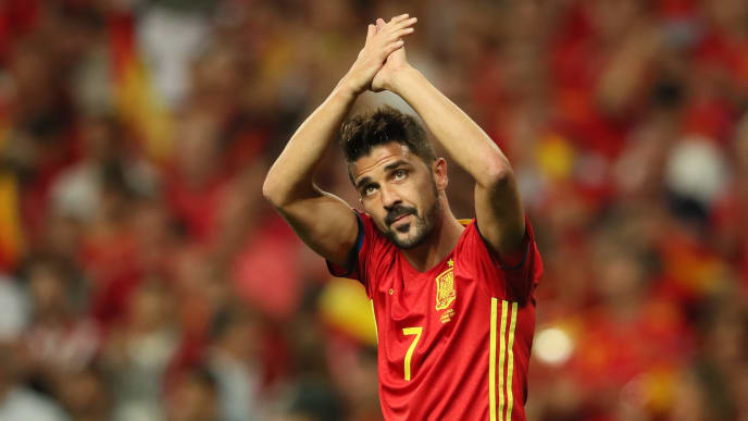 MADRID, SPAIN - SEPTEMBER 02:  David Villa of Spain salutes the crowd during the FIFA 2018 World Cup Qualifier between Spain and Italy at Estadio Santiago Bernabeu on September 2, 2017 in Madrid, Spain.  (Photo by Matthew Ashton - AMA/Getty Images)