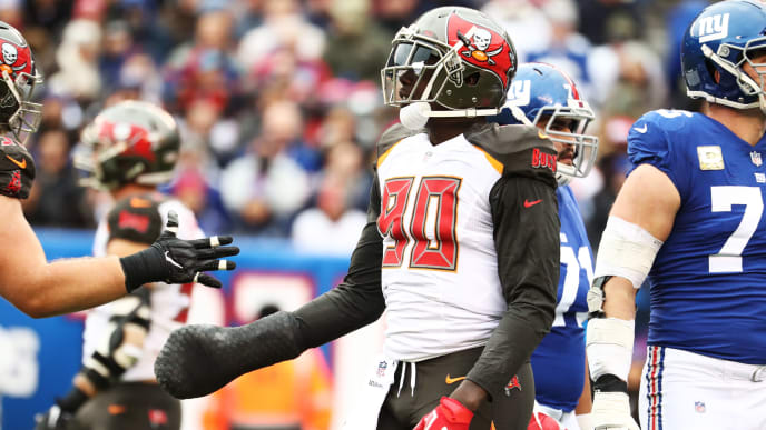EAST RUTHERFORD, NJ - NOVEMBER 18:  Tampa Bay Buccaneers defensive end Jason Pierre-Paul #90 celebrates a sack of New York Giants quarterback Eli Manning #10 during their game at MetLife Stadium on November 18, 2018 in East Rutherford, New Jersey.  (Photo by Al Bello/Getty Images)