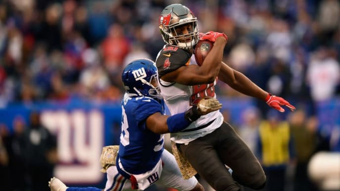 EAST RUTHERFORD, NJ - NOVEMBER 18:  Tight end O.J. Howard #80 of the Tampa Bay Buccaneers carries the ball as he is defended by linebacker Tae Davis #58 of the New York Giants during the fourth quarter at MetLife Stadium on November 18, 2018 in East Rutherford, New Jersey. The New York Giants won 38-35.  (Photo by Sarah Stier/Getty Images)