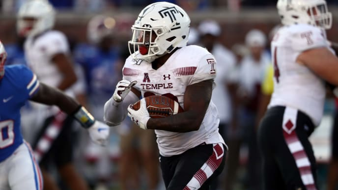 DALLAS, TEXAS - OCTOBER 19:  Re'Mahn Davis #20 of the Temple Owls runs against the Southern Methodist Mustangs at Gerald J. Ford Stadium on October 19, 2019 in Dallas, Texas. (Photo by Ronald Martinez/Getty Images)