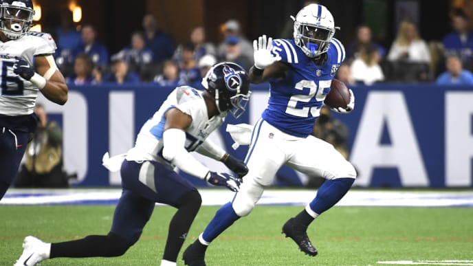 INDIANAPOLIS, INDIANA - NOVEMBER 18: Marlon Mack #25 of the Indianapolis Colts runs the ball in the game against the Tennessee Titans in the third quarter at Lucas Oil Stadium on November 18, 2018 in Indianapolis, Indiana. (Photo by Bobby Ellis/Getty Images)