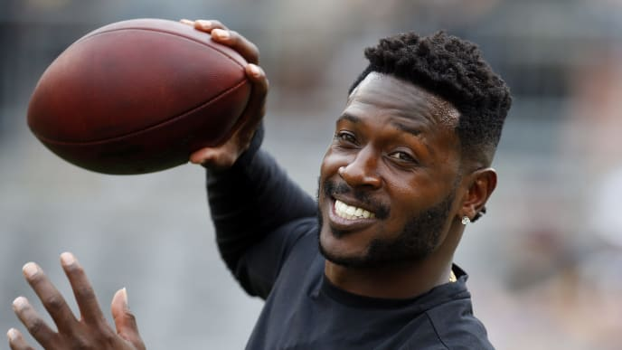PITTSBURGH, PA - AUGUST 25:  Antonio Brown #84 of the Pittsburgh Steelers warms up prior to the preseason game against the Tennessee Titans on August 25, 2018 at Heinz Field in Pittsburgh, Pennsylvania.  (Photo by Justin K. Aller/Getty Images)