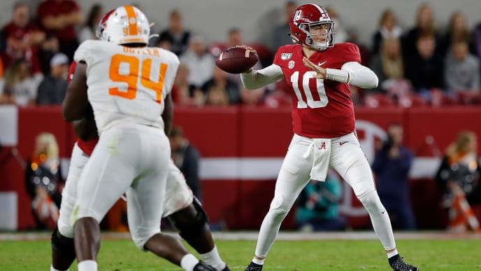 TUSCALOOSA, ALABAMA - OCTOBER 19:  Mac Jones #10 of the Alabama Crimson Tide looks to pass against the Tennessee Volunteers at Bryant-Denny Stadium on October 19, 2019 in Tuscaloosa, Alabama. (Photo by Kevin C. Cox/Getty Images)