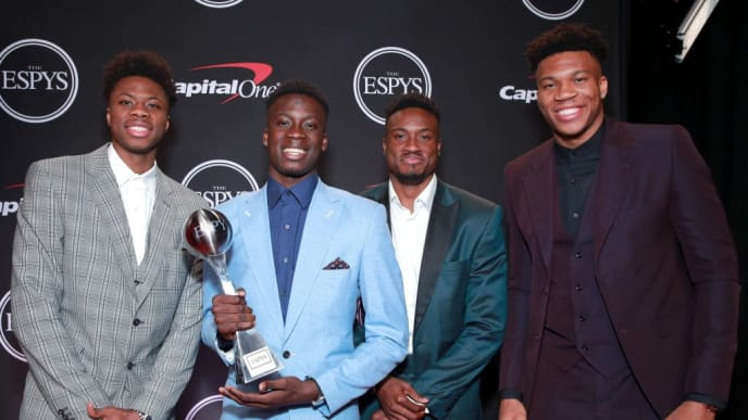 LOS ANGELES, CALIFORNIA - JULY 10: (L-R) Kostas Antetokounmpo, Alexis Antetokounmpo, Thanasis Antetokounmpo, and Giannis Antetokounmpo pose with the Best Male Athlete award during The 2019 ESPYs at Microsoft Theater on July 10, 2019 in Los Angeles, California. (Photo by Rich Fury/Getty Images)
