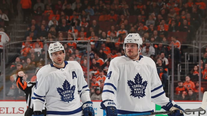 PHILADELPHIA, PENNSYLVANIA - MARCH 27: (l-r) John Tavares #91 and Auston Matthews #34 of the Toronto Maple Leafs prepare for a first period faceoff against the Philadelphia Flyers at the Wells Fargo Center on March 27, 2019 in Philadelphia, Pennsylvania. (Photo by Bruce Bennett/Getty Images)