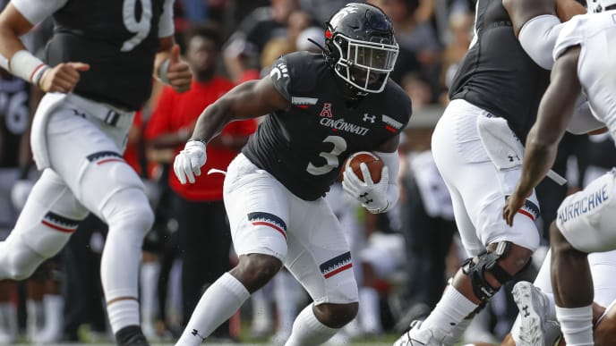 CINCINNATI, OH - OCTOBER 19: Michael Warren II #3 of the Cincinnati Bearcats runs the ball during the game against the Tulsa Golden Hurricane at Nippert Stadium on October 19, 2019 in Cincinnati, Ohio. (Photo by Michael Hickey/Getty Images)