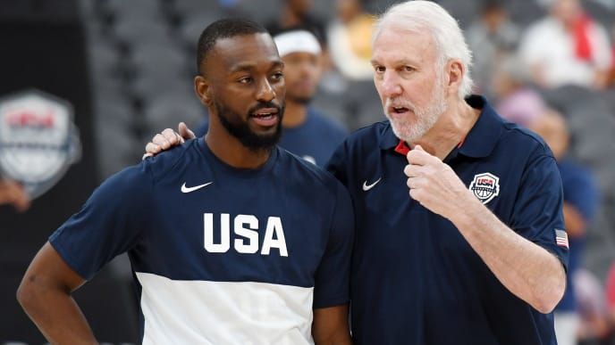 LAS VEGAS, NEVADA - AUGUST 09:  Kemba Walker (L) #26 of the 2019 USA Men's National Team talks with head coach Gregg Popovich of the 2019 USA Men's National Team before the 2019 USA Basketball Men's National Team Blue-White exhibition game at T-Mobile Arena on August 9, 2019 in Las Vegas, Nevada.  (Photo by Ethan Miller/Getty Images)