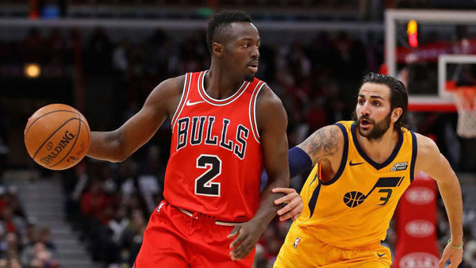 CHICAGO, IL - DECEMBER 13:  Jerian Grant #2 of the Chicago Bullslooks to pass under pressure from Ricky Rubio #3 of the Utah Jazz at the United Center on December 13, 2017 in Chicago, Illinois. The Bulls defeated the Jazz 103-100. NOTE TO USER: User expressly acknowledges and agrees that, by downloading and or using this photograph, User is consenting to the terms and conditions of the Getty Images License Agreement. (Photo by Jonathan Daniel/Getty Images)
