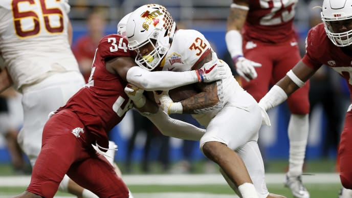 SAN ANTONIO, TX - DECEMBER 28:  David Montgomery #32 of the Iowa State Cyclones breaks a tackle by Jalen Thompson #34 of the Washington State Cougars for a touchdown in the third quarter during the Valero Alamo Bowl at the Alamodome on December 28, 2018 in San Antonio, Texas.  (Photo by Tim Warner/Getty Images)