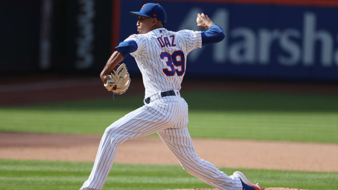 NEW YORK, NEW YORK - AUGUST 11:  Edwin Diaz #39 of the New York Mets pitches against the Washington Nationals during their game at Citi Field on August 11, 2019 in New York City. (Photo by Al Bello/Getty Images)