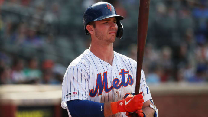 NEW YORK, NEW YORK - AUGUST 11:  Pete Alonso #20 of the New York Mets waits to bat against the Washington Nationals during their game at Citi Field on August 11, 2019 in New York City. (Photo by Al Bello/Getty Images)