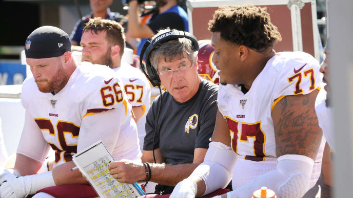 EAST RUTHERFORD, NEW JERSEY - SEPTEMBER 29: Assistant Head Coach/Offensive Line Coach Bill Callahan of the Washington Redskins works on the bench against the New York Giants in the second half at MetLife Stadium on September 29, 2019 in East Rutherford, New Jersey. The Giants defeated the Redskins 24-3. (Photo by Al Pereira/Getty Images)