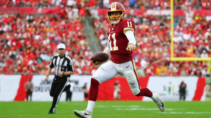 TAMPA, FLORIDA - NOVEMBER 11: Alex Smith #11 of the Washington Redskins runs the ball for a nine yard gain during the fourth quarter against the Tampa Bay Buccaneers at Raymond James Stadium on November 11, 2018 in Tampa, Florida. (Photo by Will Vragovic/Getty Images)