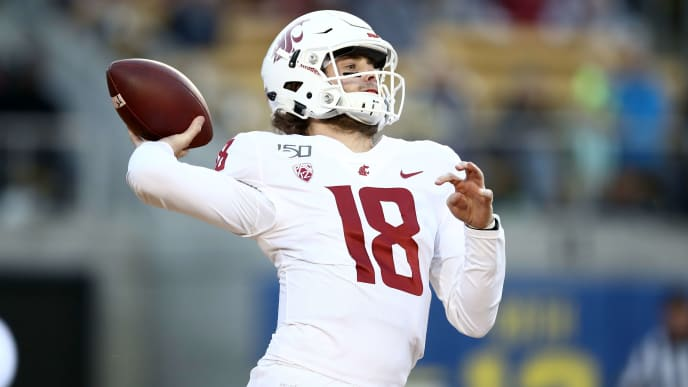 BERKELEY, CALIFORNIA - NOVEMBER 09:  Anthony Gordon #18 of the Washington State Cougars looks to pass the ball against the California Golden Bears at California Memorial Stadium on November 09, 2019 in Berkeley, California. (Photo by Ezra Shaw/Getty Images)