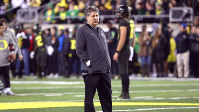 EUGENE, OREGON - OCTOBER 26: Head Coach Mike Leach of the Washington State Cougars looks on prior to taking on the Oregon Ducks during their game at Autzen Stadium on October 26, 2019 in Eugene, Oregon. (Photo by Abbie Parr/Getty Images)