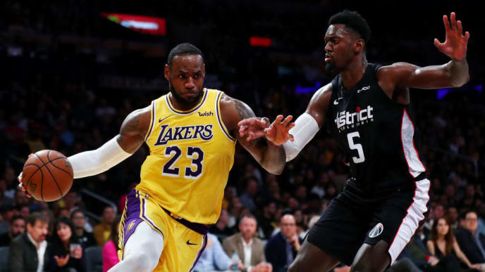 LOS ANGELES, CALIFORNIA - MARCH 26: LeBron James #23 of the Los Angeles Lakers drives against Bobby Portis #5 of the Washington Wizards during the second half at Staples Center on March 26, 2019 in Los Angeles, California. (Photo by Yong Teck Lim/Getty Images)