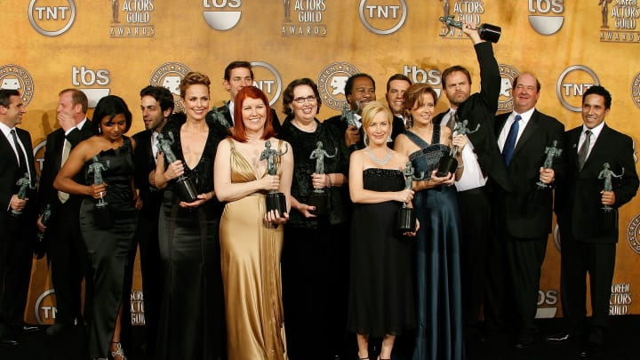 "LOS ANGELES - JANUARY 27:  (L-R) Steve Carell, Paul Lieberstein, Mindy Kaling, B.J. Novak, Melora Hardin, Kate Flannery, Phyllis Smith, Angela Kinsey, Jenna Fischer, Rainn Wilson, Brian Baumgartner and Oscar Nunez pose with the Outstanding Performance by an Ensemble in a Comedy Series for ""The Office"" in the press room during the 14th annual Screen Actors Guild awards held at the Shrine Auditorium on January 27, 2008 in Los Angeles, California.  (Photo by Vince Bucci/Getty Images)"