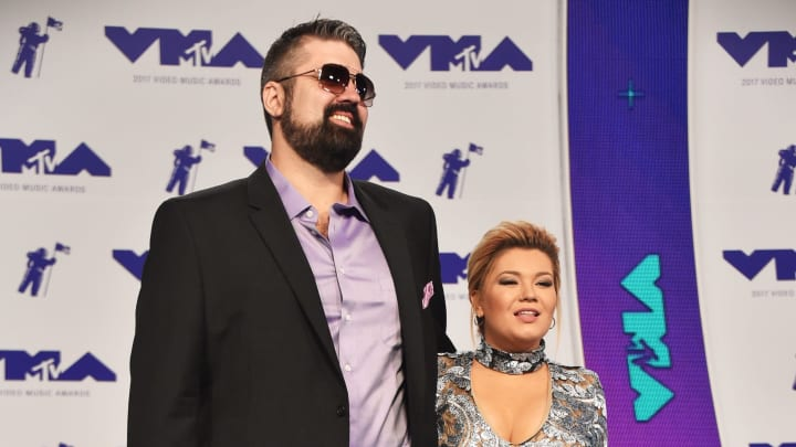 INGLEWOOD, CA - AUGUST 27:  Amber Portwood (R0 and guest attend the 2017 MTV Video Music Awards at The Forum on August 27, 2017 in Inglewood, California.  (Photo by Frazer Harrison/Getty Images)