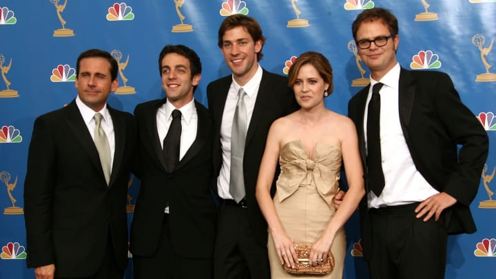 """LOS ANGELES - AUGUST 27:  Actor Steve Carell, actor B.J. Novak, actor John Krasinski, Jenna Fischer, actor Rainn Wilson poses in the press room after winning """"Outstanding Comedy Series"""" for """"The Office """" at the 58th Annual Primetime Emmy Awards at the Shrine Auditorium on August 27, 2006 in Los Angeles, California.  (Photo by Kevin Winter/Getty Images)"""