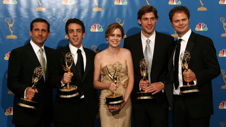 """LOS ANGELES - AUGUST 27:  Actor Steve Carell, actor B.J. Novak, actress Jenna Fischer, actor John Krasinski and actor Rainn Wilson poses in the press room after winning """"Outstanding Comedy Series"""" for """"The Office """" at the 58th Annual Primetime Emmy Awards at the Shrine Auditorium on August 27, 2006 in Los Angeles, California.  (Photo by Kevin Winter/Getty Images)"""