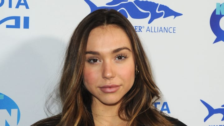 LOS ANGELES, CA - FEBRUARY 21:  Alexis Ren attends Keep It Clean Live Comedy To Benefit Waterkeeper Alliance on February 21, 2019 in Los Angeles, California.  (Photo by Joshua Blanchard/Getty Images for Waterkeeper Alliance)
