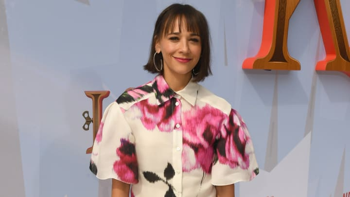 "WESTWOOD, CALIFORNIA - NOVEMBER 02: Rashida Jones arrives at the premiere of Netflix's ""Klaus"" at the Regency Village Theatre on November 02, 2019 in Westwood, California. (Photo by Kevin Winter/Getty Images)"