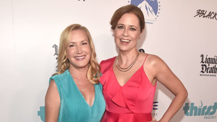 BEVERLY HILLS, CALIFORNIA - SEPTEMBER 28: Host Angela Kinsey (L) and Jenna Fischer attend Thirst Project 10th Annual Thirst Gala at The Beverly Hilton Hotel on September 28, 2019 in Beverly Hills, California. (Photo by Alberto E. Rodriguez/Getty Images for Thirst Project )