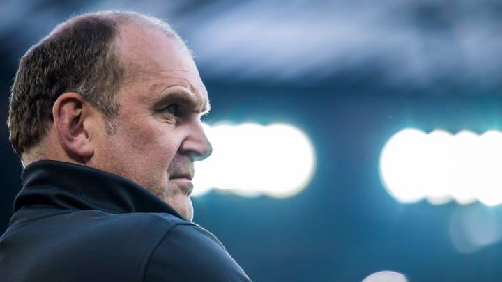 Jörg Schmadtke lässt seinen Trainer unter Wert ziehen