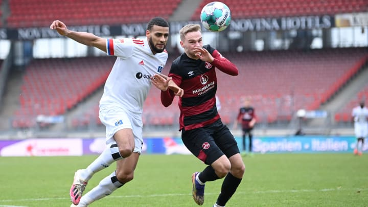 Hamburgs Josha Vagnoman im Hinspiel gegen Nürnbergs Tim Handwerker.