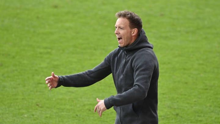 Der FC Bayern wird unter Julian Nagelsmann mutmaßlich mit Dreierkette agieren.
