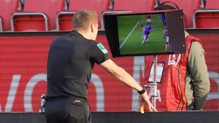 Der VAR wird in der Bundesliga kritisch hinterfragt